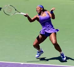 Picture of Serena from back of court hitting a big forehand